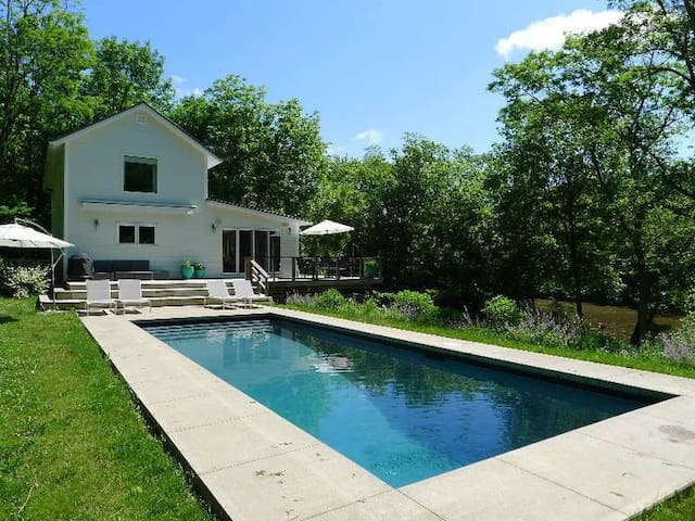 Stunning, Private Hudson Waterfront Home w/ Pool