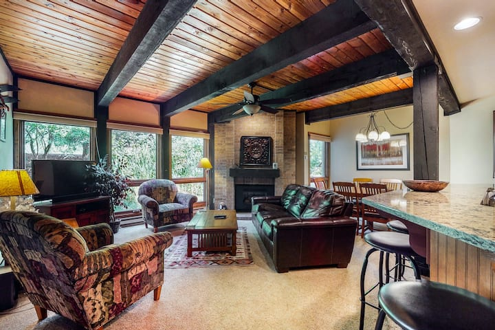 Steamboat Springs Suite Next to Shared Hot Tubs w/WiFi/Washer/Dryer/Shared Pool!