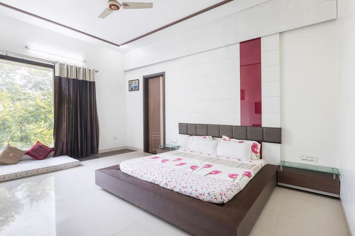 Suite Room|Breakfast|WiFi|Lawn|AC|Nr Golden Temple