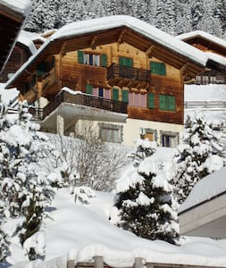Grimentz ski chalet sleeps 13 in 7 bedrooms - Grimentz