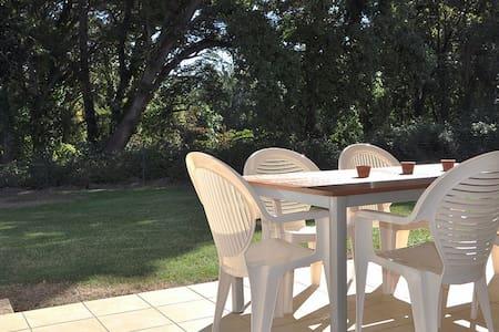 Appartement charmant : Piscine & Terrasse au calme