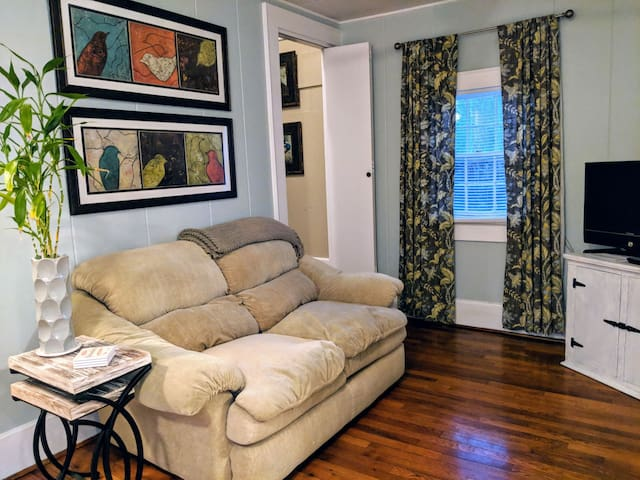 Cozy Downtown Carriage House to Call Home