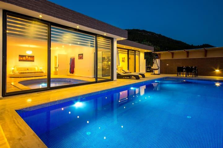 Luxury Secluded Honeymoon Villa with Indoor Pool