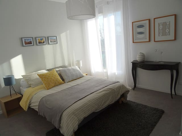2 Bedrooms in a lovely holiday home unoccupied - Vence - Casa
