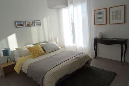 2 Chambres dans jolie maison de vacances inoccupée - Vence