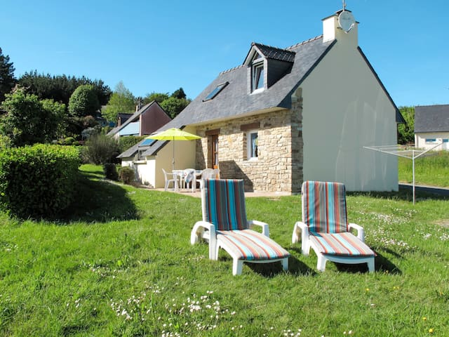 Detached house in Crozon for 4 persons
