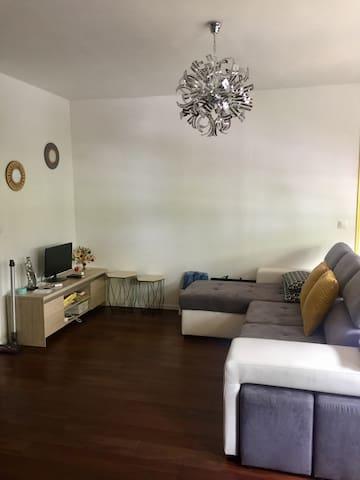 Grand new Shared Salon beside the Seine - 聖克盧 - Apartment