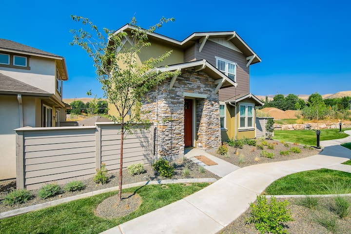 Southeast Boise, Brand New House by Boise River