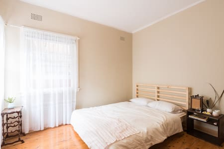 Big airy, summery room, 5min walk to Coogee Beach - Coogee