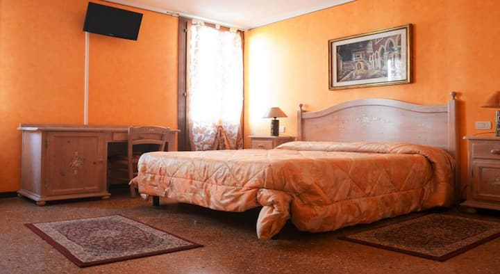 Double Room Private Bathroom -Best Holidays Venice