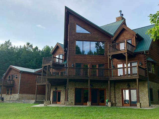 SUNSET BLUFF CABIN-6 B-5.5B-MULTI FAMILIES WELCOME