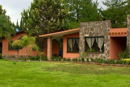 Cabañas & Casas entre Patzcuaro y/o Morelia (Agua)