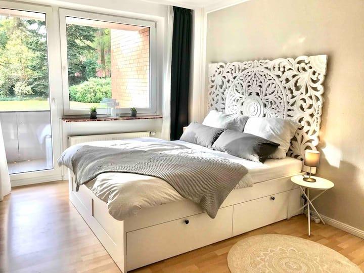Cozy Apartment near Maschsee, balcony, gardenview