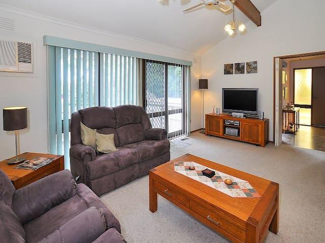 墨尔本东南区两卧室房间出租Two Bedrooms EastMelb - Wantirna