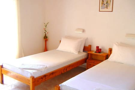 Studio (1 double bed or 2 singles) - Corfu