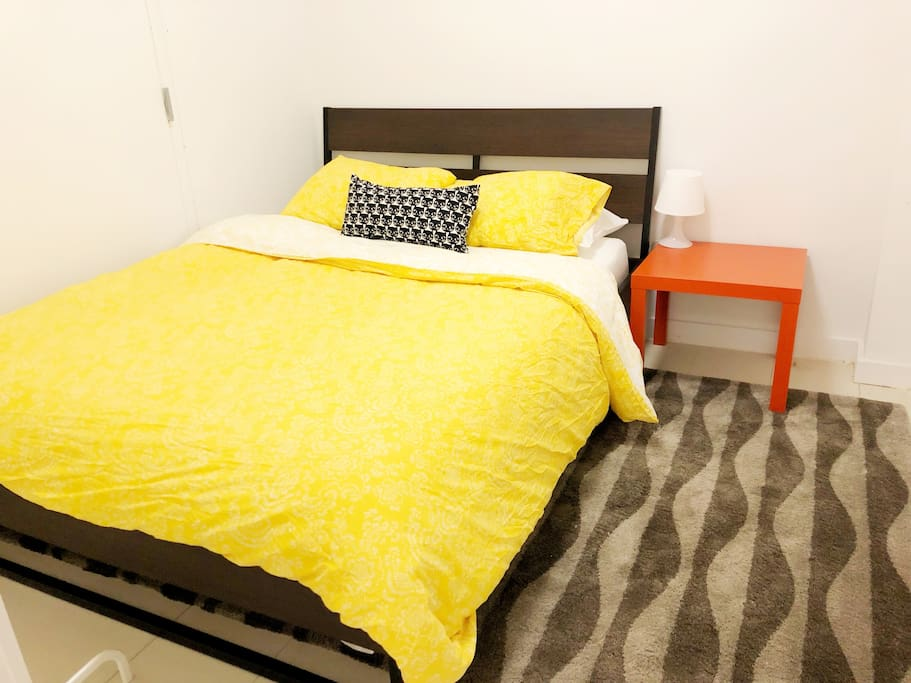 You Private room-Queen size bed