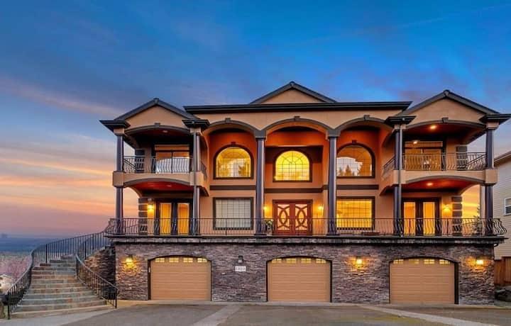 Quiet & Spacious Villa w/ Mountain & Water views!