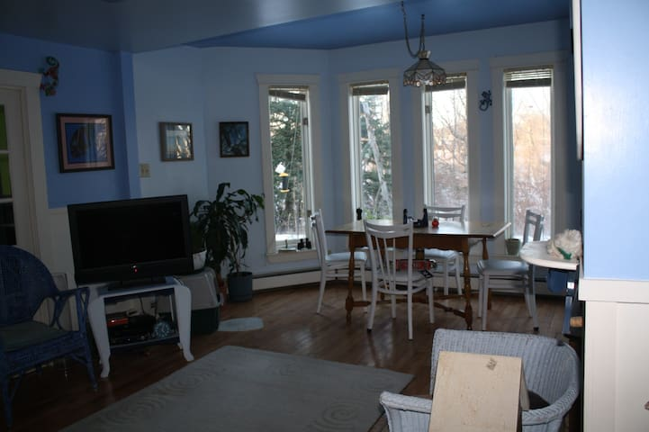 Country living on the edge of town (single) - North Sydney - Maison