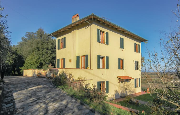 Semi-Detached with 3 bedrooms on 150m² in Castelvecchio di Comp.