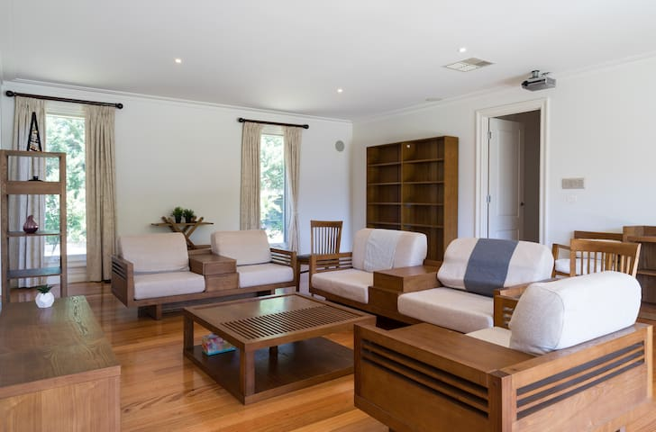 Spacious Garden Retreat 6BDR + 1 Vinery + Pool - Donvale - House