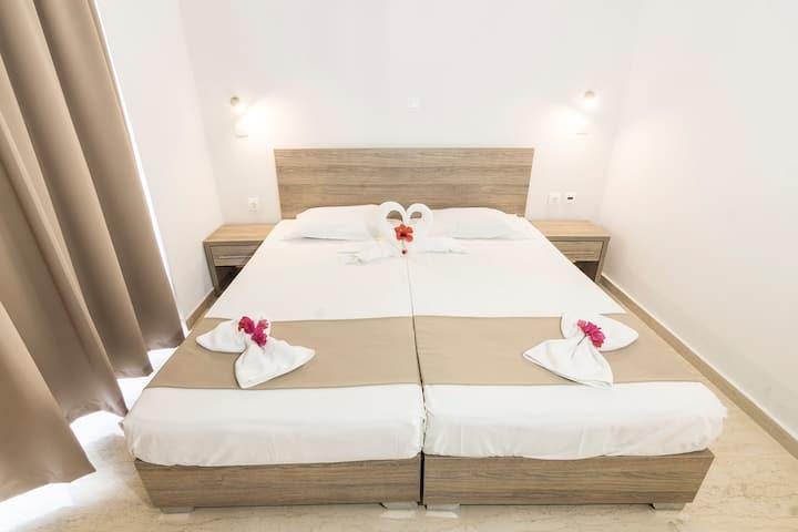 TIVOLI HOTEL - Deluxe Room