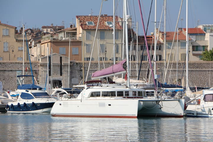 Two spacious bedroom with ensuite on big catamaran - Antibes - Kapal