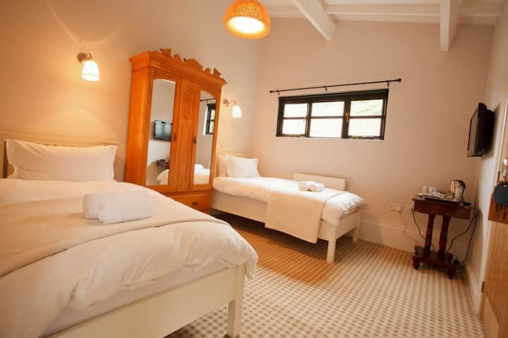 Luxury Twin Hotel Room with Gym & Spa in Burnham