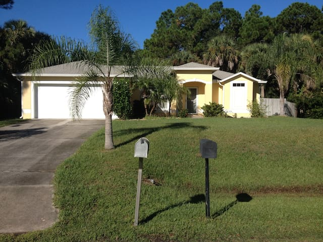 Quiet residential neighborhood - Palm Bay - Hus