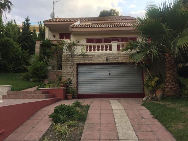 Villa Isabel , amplio espacio y relax en Salou