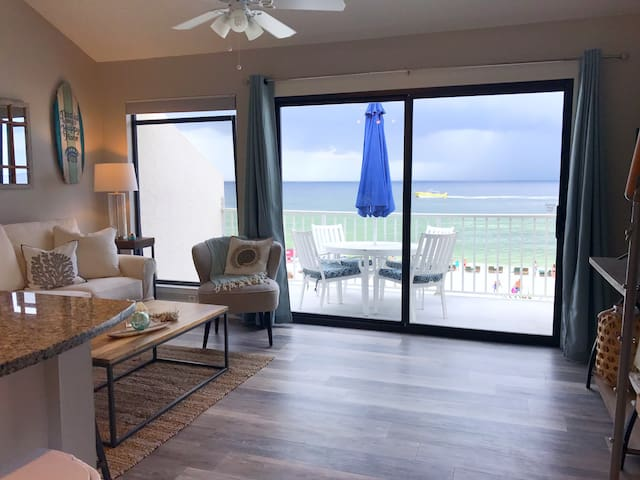 Million Dollar View-2 Bd/2 Bath Condo on the Beach
