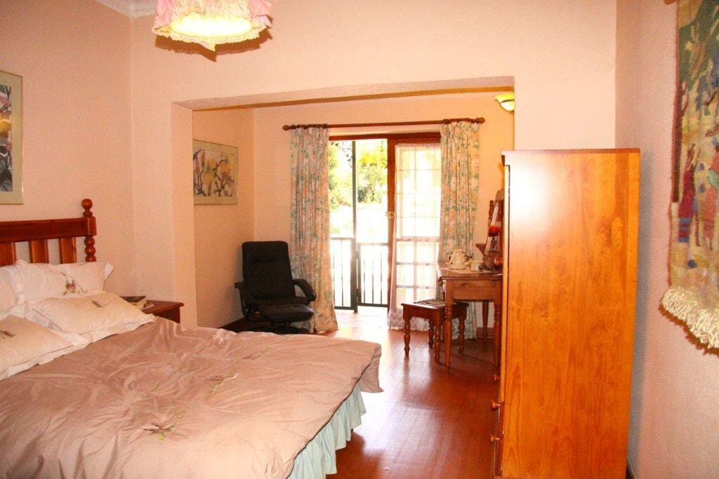 Lovely double room with double doors to the outside veranda.