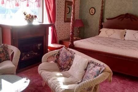 King Suite (Honeymoon) Andrea's B&B - Niagara Falls