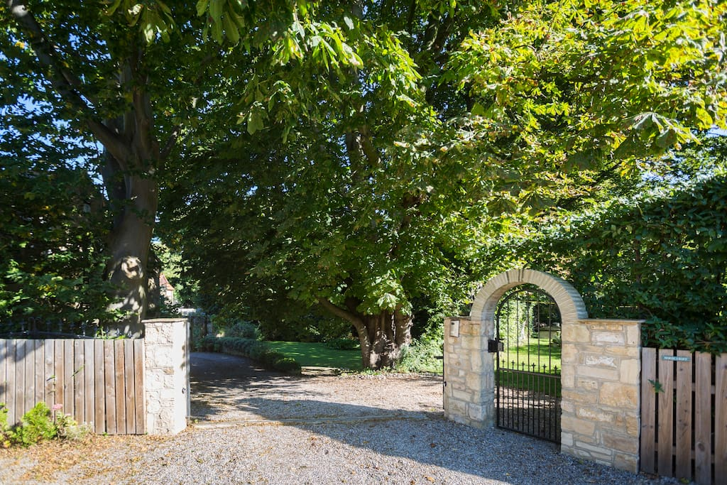 Entrance to the property from Northfield Place.