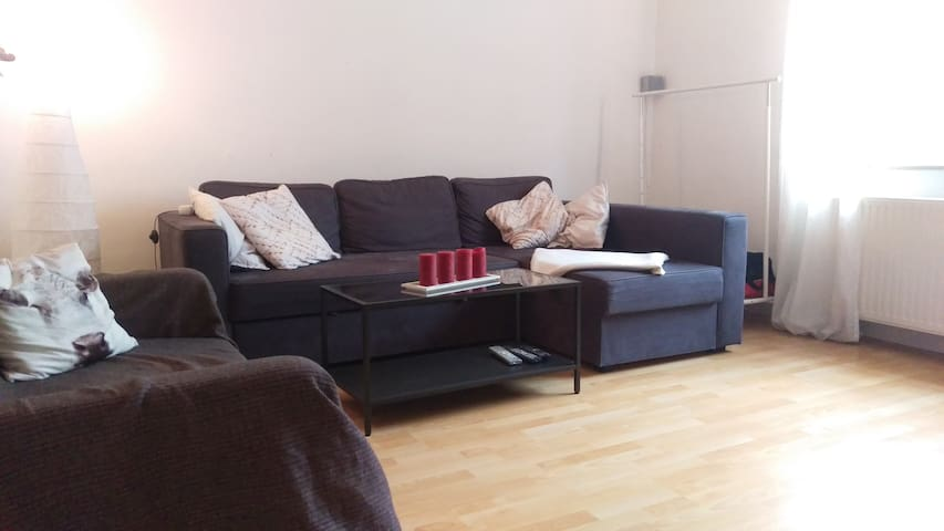 cosy, private room near centre/Messe :) - Keulen - Appartement