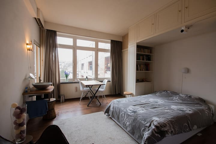 spacious room in south in  stylish '30 building - Amsterdam - Lägenhet