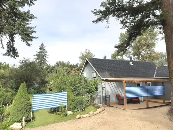 Cozy Creekside Cottage~Close to SilverStar + Town
