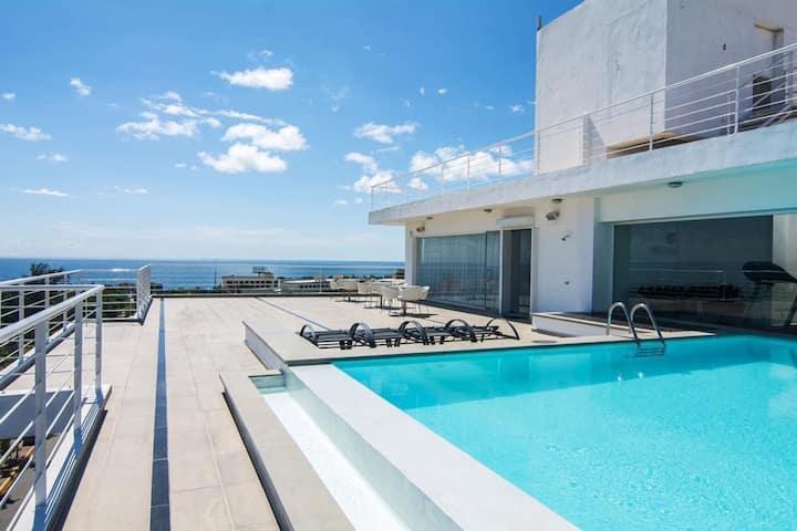 Apartamento estudio con piscina.
