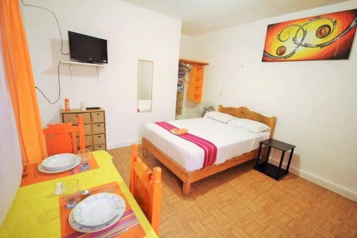 Little studio with wifi and ac, close to the beach