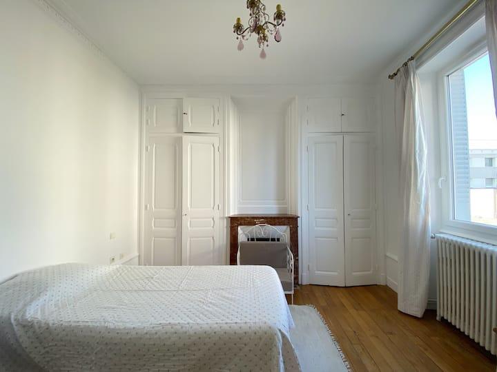 Chambre simple, maison ancienne, centre ville
