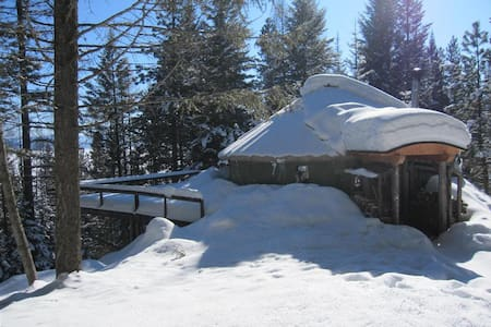 Sunrise Retreat Yurt Accommodations - Cascade - Yurt