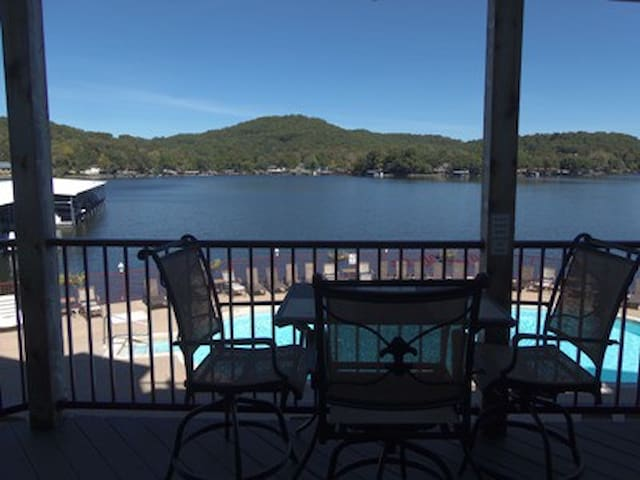~Clearwater 626-2G: Great Condo with direct access to Pools, Docks, and Fishing. Golf nearby. This is called the `quiet` end of the Lake, a great area for Boating, Water skiing, Fishing, or just Cruising and Relaxing. ~