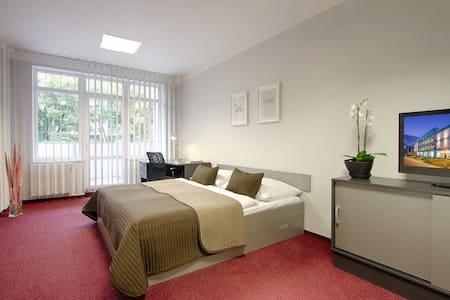 Hotel room in quiet district close to metro #3 - Prague - Asrama