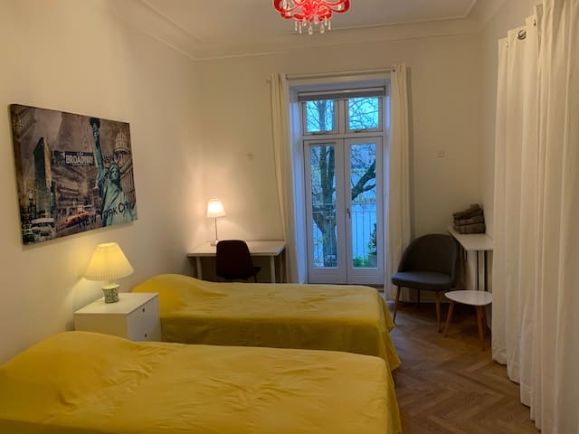 Central lake view twin room in best location