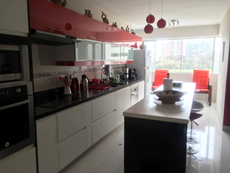 Cocina con todos sus utensilios /Kitchen full equipped (Oven, Microcrawe,Electronic Kitchen  , Coffee Maker, Dish washers, Pam, etc)