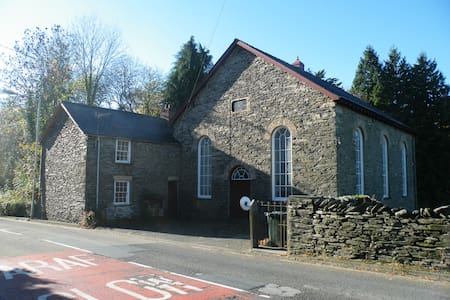 Small Twin Room in traditional Welsh Chapel House - Ceredigion