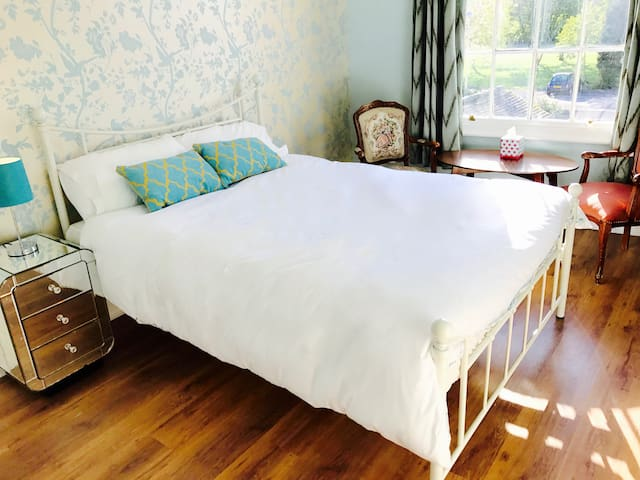 Double Bedroom in Victorian house (City centre) - York - Casa