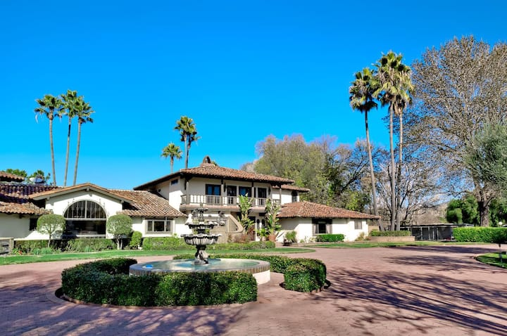 Distinguished Resort-Style Wine Country Retreat - 9BR Sleeps 20-24