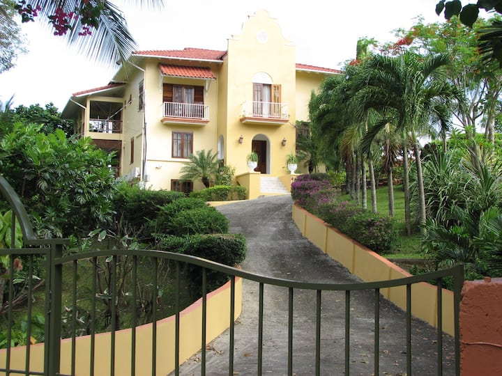 2 BR steps to the beach, & pool.