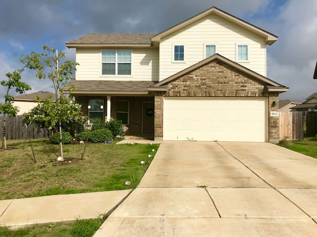 Spacious Home-Perfect for Lackland BMT Graduation!