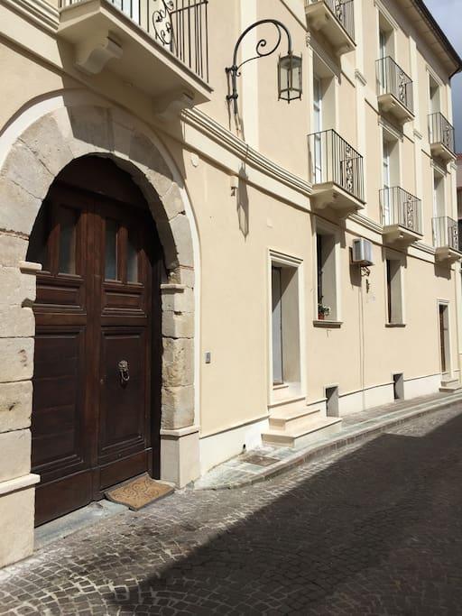Palazzo 1800 con entrata appartamento